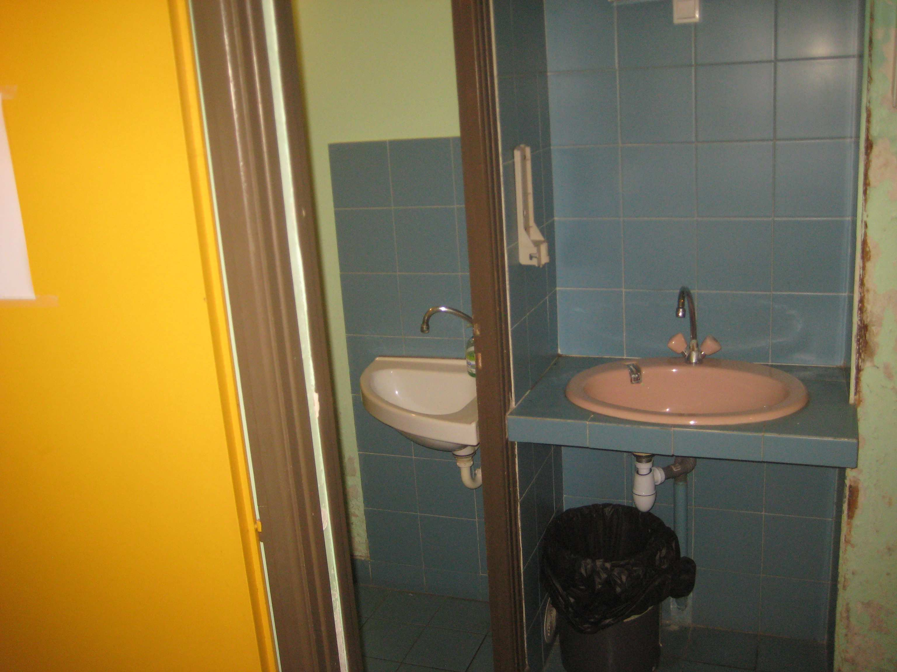Rdc entrée wc de la Maison des loisirs -2-