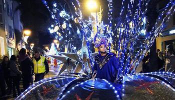 compagnie-kalice-parades-de-noel-magic-christmas-artistes-en-deambulations_456473-e1513898194473